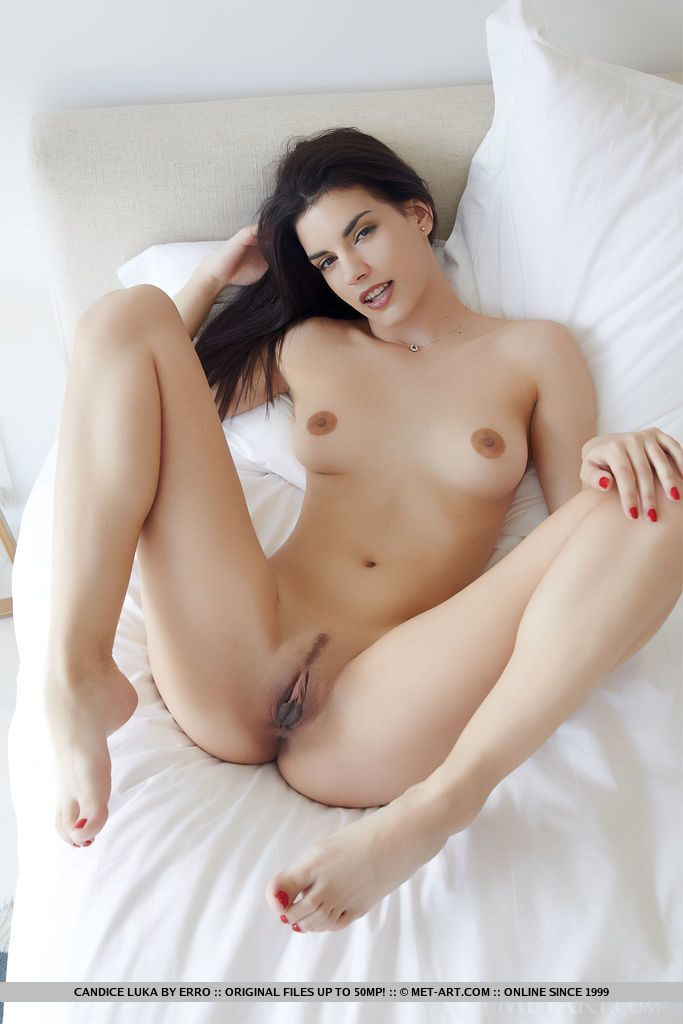 Fotos grátis novinha pelada mostrando a buceta greluda